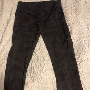 Lululemon Speed Up crop Size 8, no rip tag.